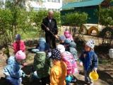 Знакомство детей с трудом дворника